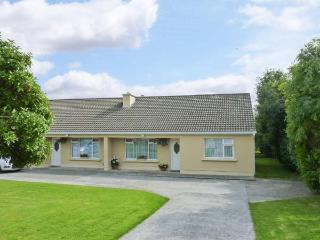 PALM VIEW, family friendly, with WiFi and garden in Ballyheigue, County Kerry