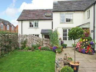 ALLANSTONE COTTAGE, romantic retreat, en-suite, WiFi, close to many attractions, near Hulland Ward, Ref 913313, Ashbourne