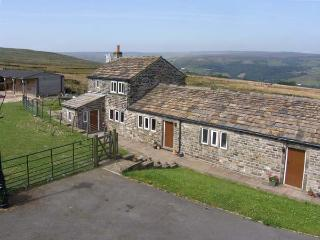 FOXSTONE EDGE COTTAGE, woodburning stove, super king-size bed, magnificent count