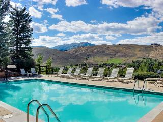 A beautiful quiet condo & Elkhorn's most scenic pool/hot tub, Sun Valley