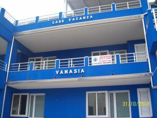 Particolare prospetto principale su Via Teracati, da cui gli appartamenti hanno l'accesso.