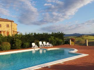 Fabulous 4 bed apartment near Volterra, Tuscany