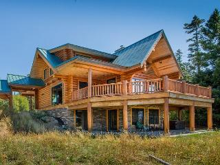 Free Nights! Eagle's Nest Overlooking Lake Cle Elum!  4BR | Hot Tub | WiFi