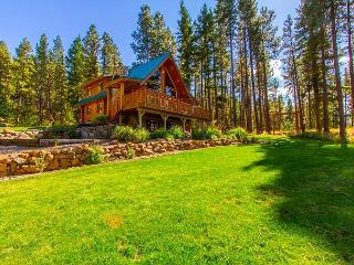 Fall-Winter Specials! Picturesque Log Cabin on 5 Private Acres!  5BR|Hot Tub!, Cle Elum