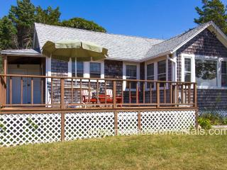 ADELM - Waterfront Lagoon, Deck with Gorgeous Sunset Views, WiFi, Oak Bluffs