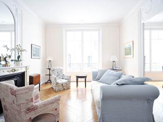 Family flat in central Paris