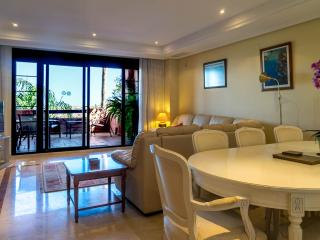 Las Buena Vistas luxury apartment with sea views, Elviria