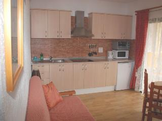 Well equipped Kitchen with kitchen utensils & cutlery for up to 5 guests.