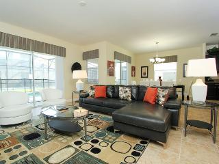 Spacious 6bd villa in Paradise Palms resort near Disney