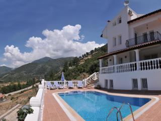 Villa Yasemin 1 (Sleeps 16 with Games Room), Yesiluzumlu