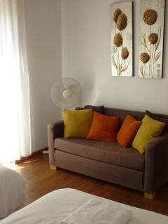 Extra sofa bed in twin room