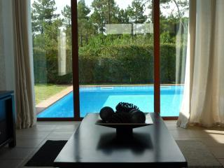 Beautiful Modern villa, easy walk to lagoon, Obidos
