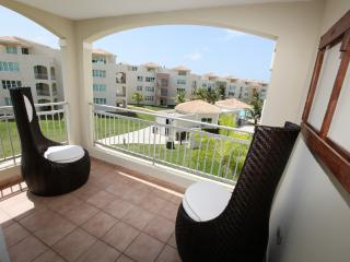 Charming Oceanfront Condo, Now with 10% off!, Isabela