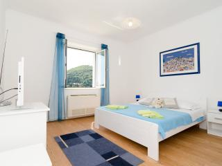 Dubrovnik Comely Flat with Parking