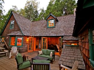 Lake View Tree House - lake view, walk to Village!, Lake Arrowhead
