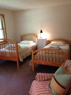 First floor bedroom (2-twins)