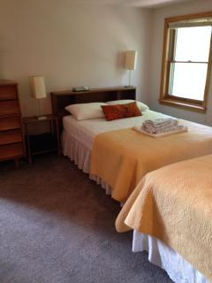 Bedroom 2 (2-full beds)