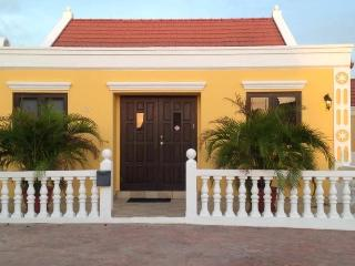 Colourful Cunucu House with pool in Aruba, Noord
