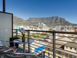 Chic centrally located loft, Table Mountain Views