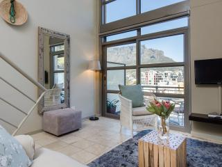 Chic centrally located loft, Table Mountain Views, Cape Town