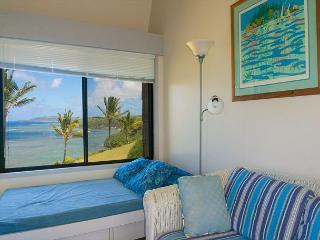 Sealodge E6: oceanfront views all the way to the lighthouse, updated inside, Princeville