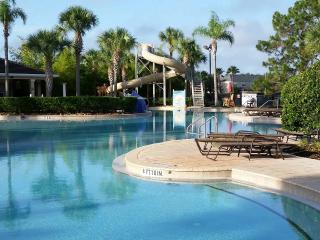 Luxury Condo - close to pool - 2 miles to Disney, Orlando