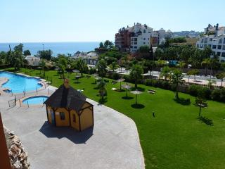 Luxury apartment in calm area Almunecar, beach nearby, salt water pool. Wi-Fi.