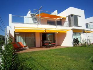 Family holidays in brand new apartment near the beach - Swimming pool