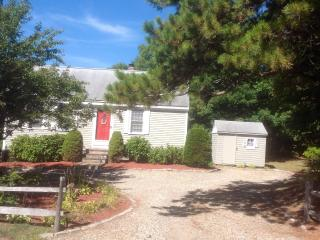 Cotuit - walk to village, beaches, tennis and park