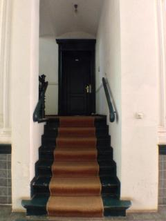 steps to apartment