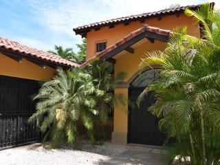 Casa Hermosa, Luxury 4 bedroom, Near the beach, Playa Grande