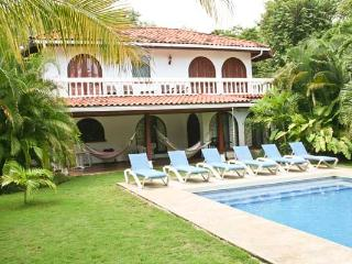 Casa Dorado, Beachfront  4 bedroom Home w/ pool, Playa Grande