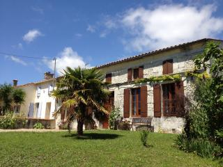 Les Roses Tremieres - house with private pool.