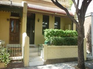 BAL39 - Chic 2 Bedroom Fully Furnished Terrace, Sidney