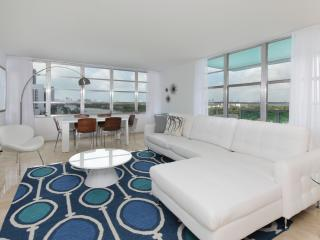 Art Deco Style 2 Bedroom Apartment in Miami Beach
