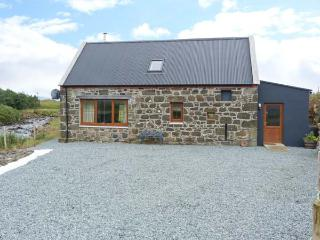 THE OLD MILL, detached, en-suites, woodburner, mountain views, in Staffin, Ref