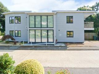 JACK'S HILL, luxury detached cottage, modern features, en-suites, decked area