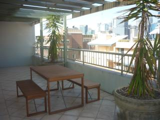 HWD89 - Huge Two Bedroom Apartment with Balconies, Sídney