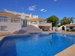 2 bedroom Villa with Pool and WiFi - 5620815