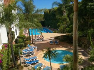 Puerto Banus, heated pool, security & free Wi-Fi