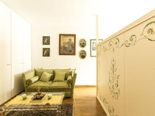Refined studio close to C.Elysees