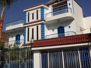 very private 2 bedroom apartment with pool, Louxor