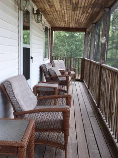 Fully Screened-In Porch!! ~ Summertime ~