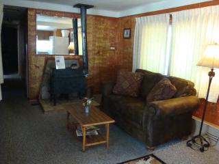 Yellowstone Wildlife Cabins - Wolf Home- Specials, West Yellowstone