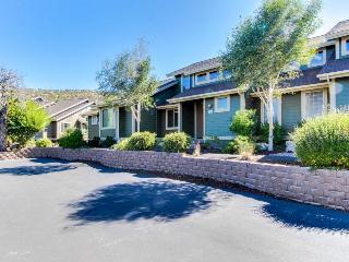 Three bedroom home w/ patio, golf & recreation access!, Redmond
