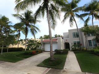 Luxurious Community Villa, Private Beach, Dorado