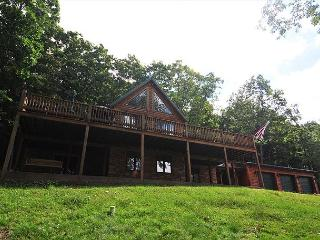Tremendous 4 Bedroom Log Chalet w/ Stunning Mountain & Pastoral Views!, McHenry