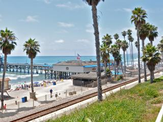 Awesome Aug Special! Condo with Patio, 1 Block to Beach & Pier in Pier Bowl.