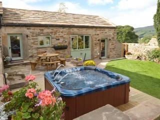 COBBLERS BARN, stone-built, character cottage, woodburner, en-suite, hot tub