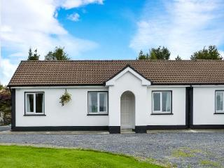 ROBIN'S ROOST 2, semi-detached, ground floor, open plan, garden, Ref 917222, Cornamona